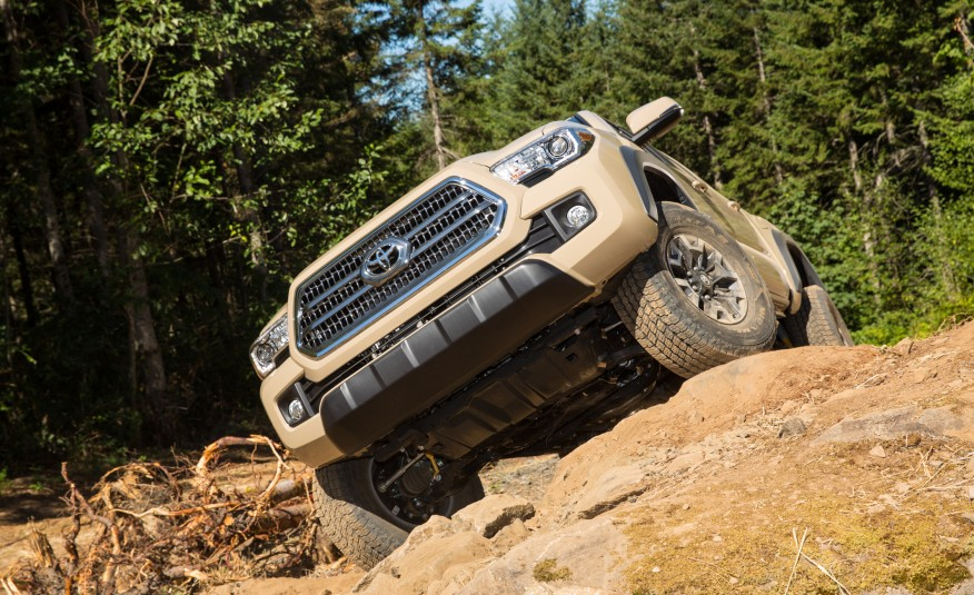 2016-Toyota-Tacoma-TRD-Off-Road-4x4-1191-876x535