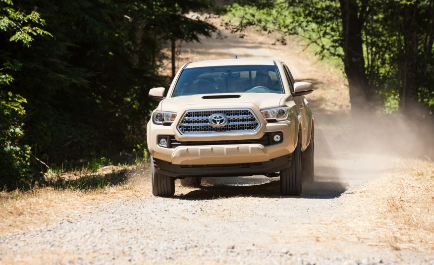 2016-Toyota-Tacoma-TRD-Sport-4x4-1032-876x535