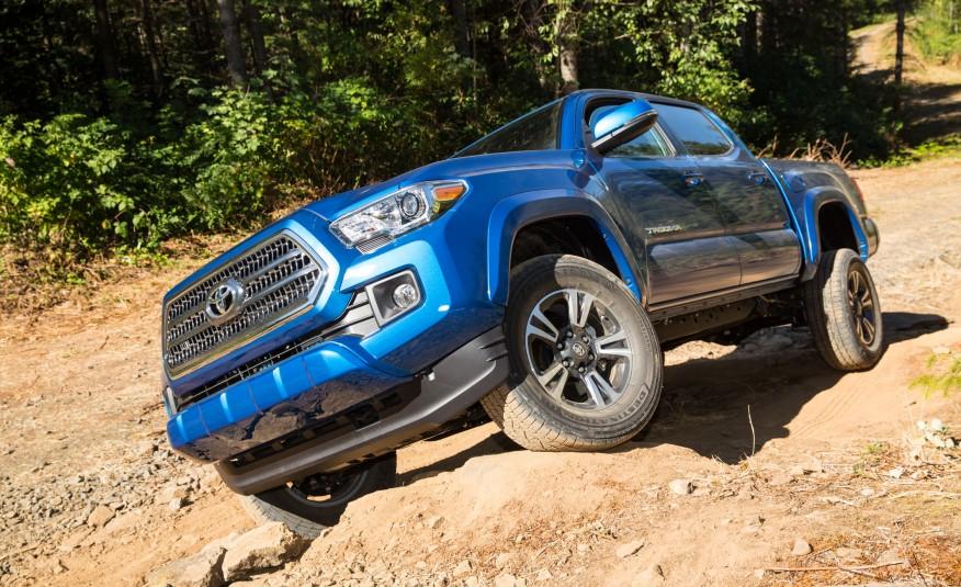 2016-Toyota-Tacoma-TRD-Sport-4x4-1121-876x535