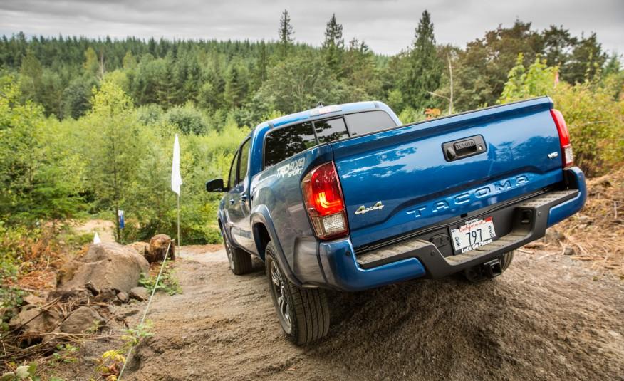 2016-Toyota-Tacoma-TRD-Sport-4x4-1151-876x535